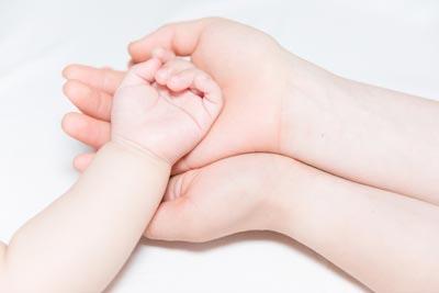 想要获取胎儿疑父之间关系证明的香港亲子鉴定怎么做?